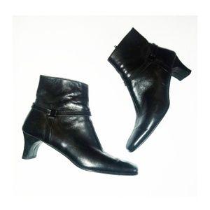 SALVATORE FERRAGAMO Black Ankle Boots 7.5 AA